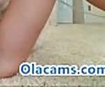 Роговой подростков блондинка играющая киска на веб-камеру