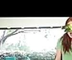 Крошечная девочка разрушен в массивном Би-би-си 0736