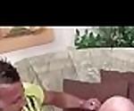 Bruder zeigt Teeny Maus wie richtig gefickt wird