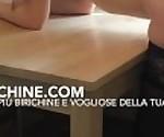 Девушка шлюха итальянская трахнул на кухне