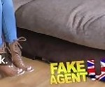 FakeAgentUK маленькая Шотландская стриптизерша получает глубокую пизду ебаный в литье