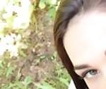 Школьница делает минет в лесу и принимает сперму в рот - FiaMurr