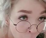 Шаг сестра мастурбирует лица в очках