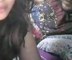 Рулетка очень мило индийская девушка с удивительной сиськи играет