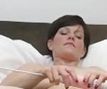 Зрелые ИФОМ Оливия г мастурбирует ее мясистые киску двумя договаривающимися оргазм