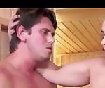 Секс в сауне с брюнеткой. Огромные Сиськи Любят Сперму