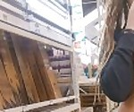 Минет в проходе деревянный (очень рискованный минет)