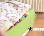 Эмо подросток младенец получает измена месть