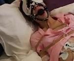 Медсестра порка на коленях пучка канатоходец электрическим током, удушье обморок